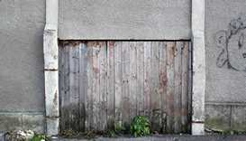 plaster-wall-with-wooden-planks-door-and-white-columns